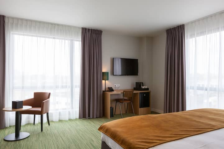♦ LUXURY Hotel Jr Suite w/ Double Bed ☛(FREE Parking) +Bike Rental +Restaurant +Fitness +Meeting