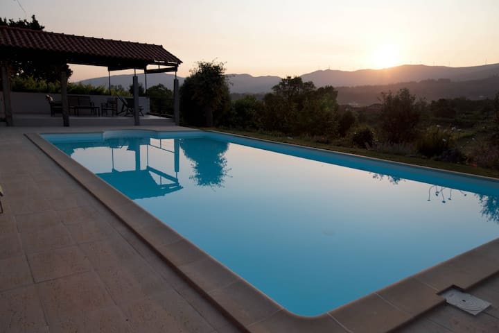 Stunning Hideaway - Pool to Die For - Fontoura - House