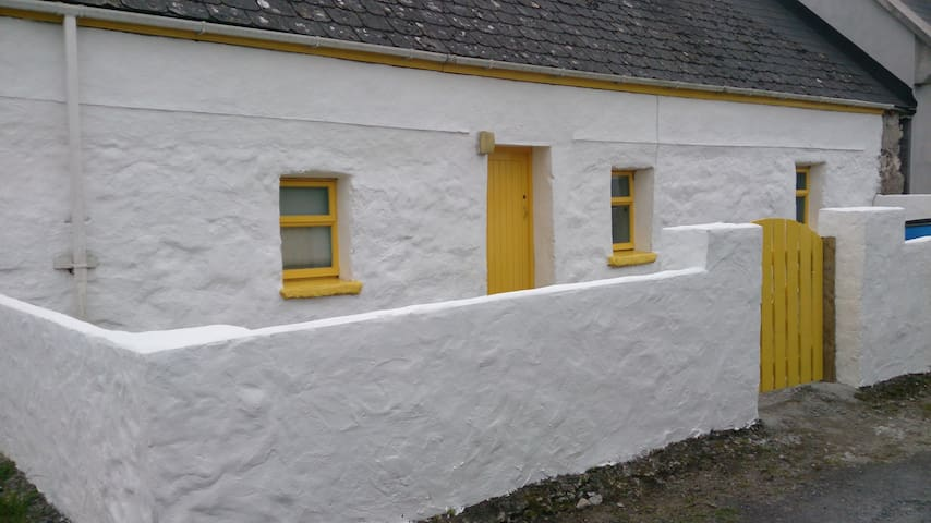 South Aran Cottage - 19th century - Aran Islands