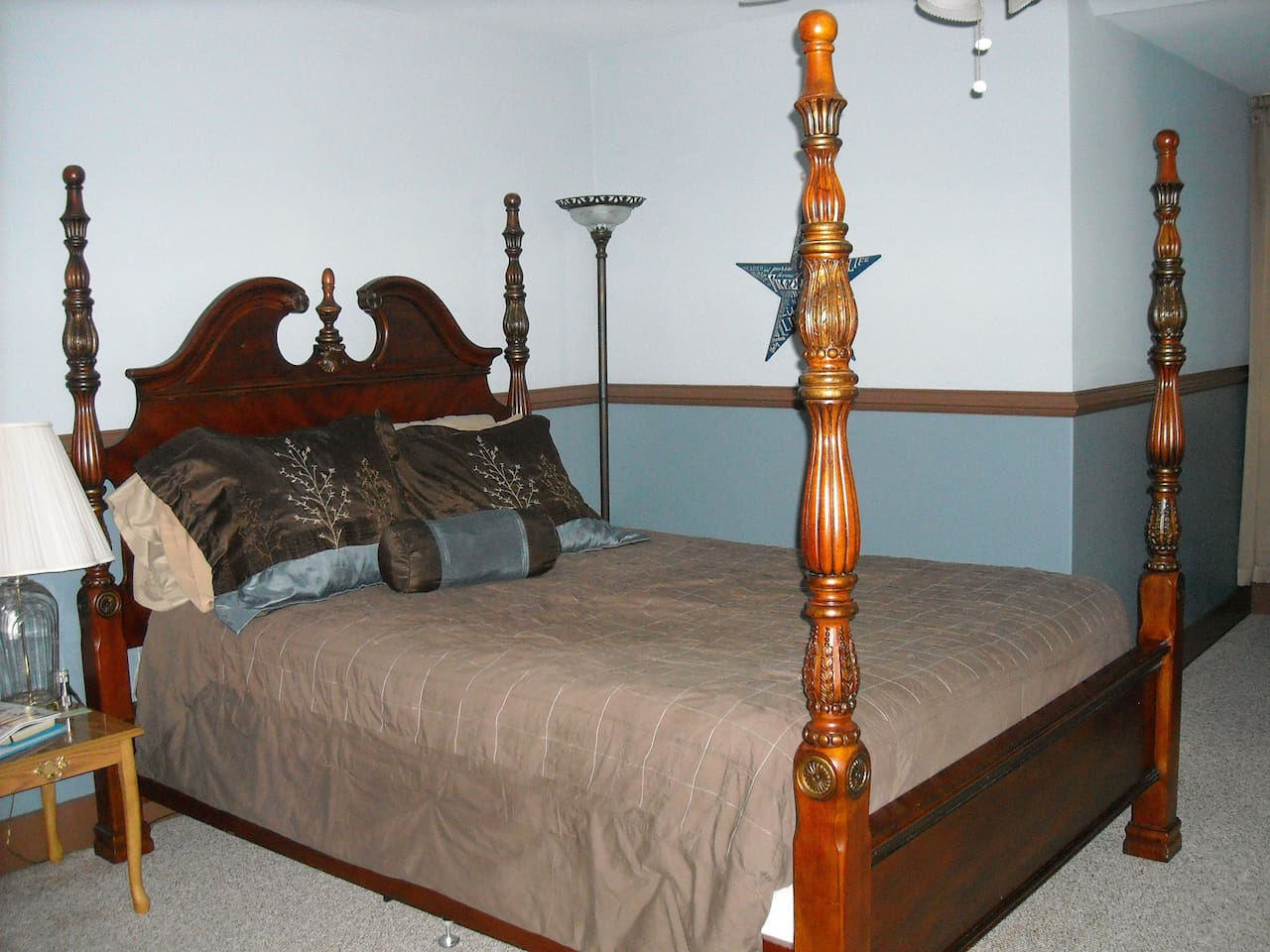 The Harmony Room has a beautiful four post bed and comfortable sitting area.