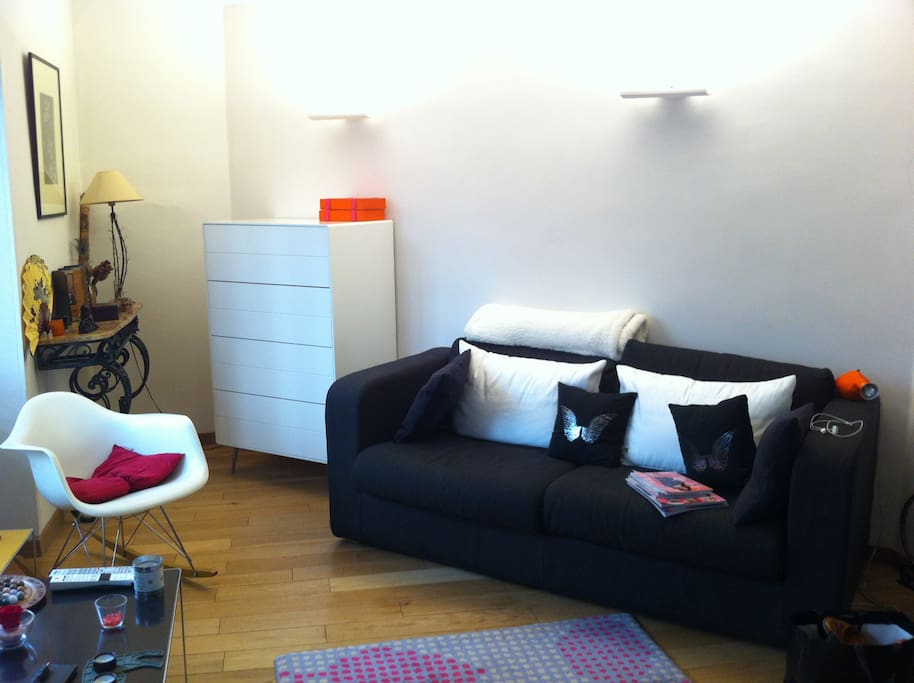 Living-room with a new chest of drawers to tidy up your clothes for example