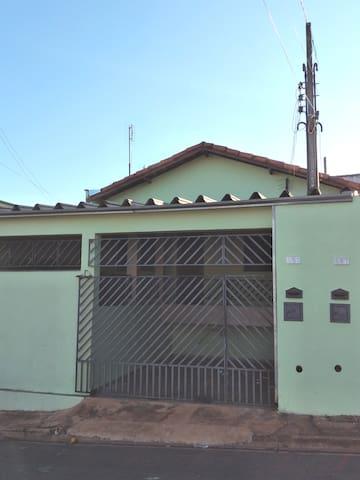 Casa entrada principal Tatuí ao lado SP-127 km 113