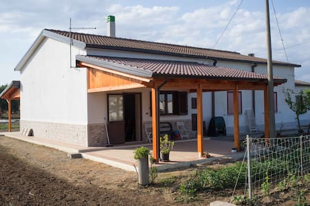 casa in campagna semi indipendente - Marconia