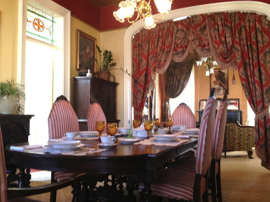 Formal dinning room seats 6 in opulence!