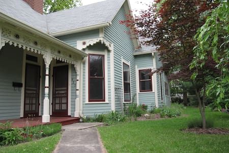 Queen Anne Cottage in Danville - Danville - Hus