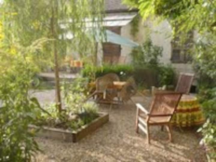 Beaune House, sleeps 4, with garden