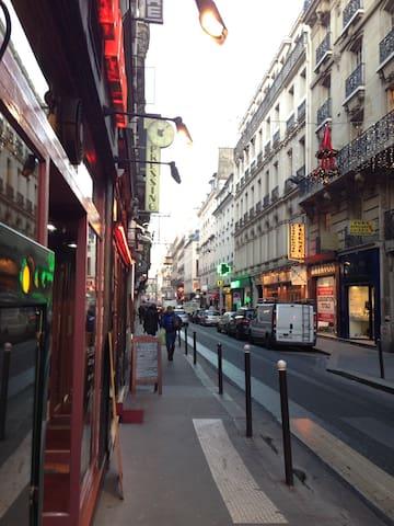 Located in the Paris center