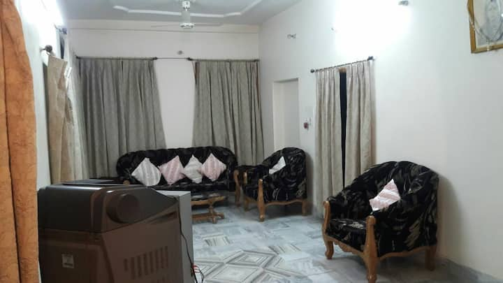 Reopened:Entire floor fully furnished posh 3BHK