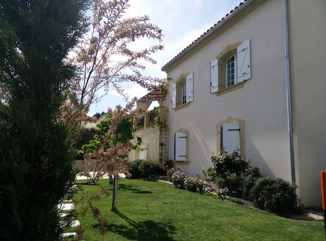 Rez de jardin piscine Alpilles en Provence - Lamanon - Huoneisto