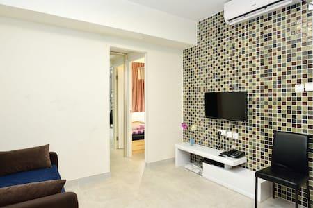 Warm 3 bedrooms (HA) in Wanchai - Hong Kong