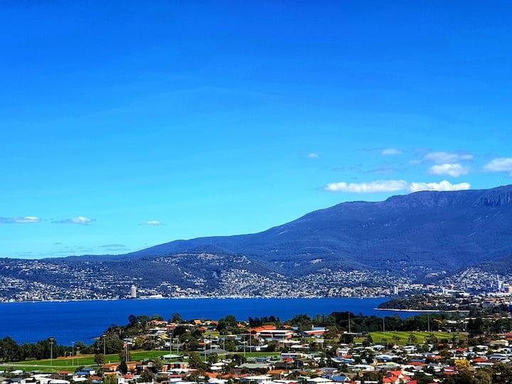 Stylish Apartment with Million Dollar Hobart Views