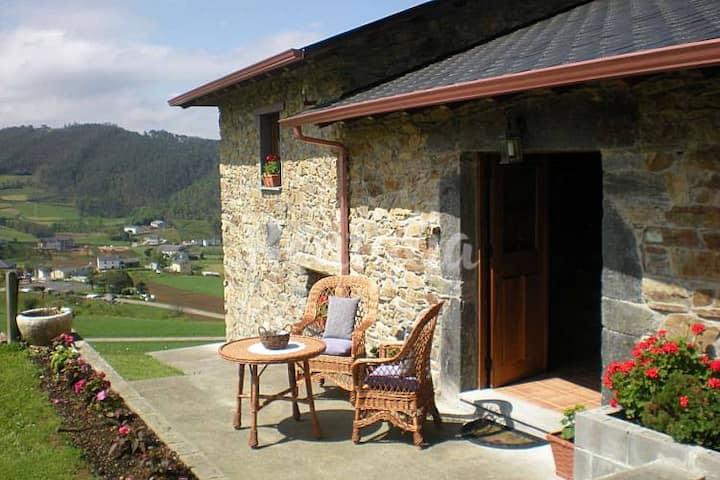 Casa rural en la montaña asturiana.