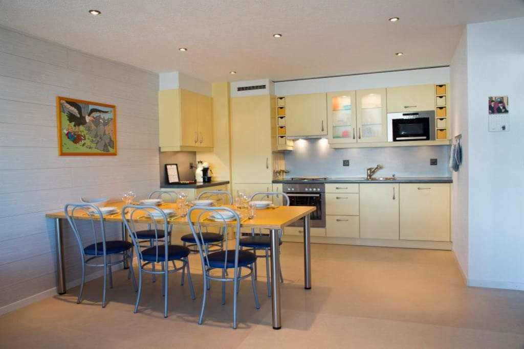 Completely furbished kitchen, with oven and stove, microwave oven, dishwasher and Nespresso coffee machine.