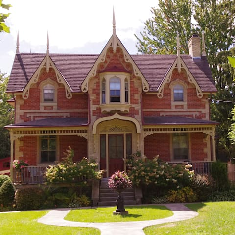 A true Home Away from Home - Stratford - Daire