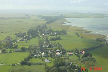Landhaus mit Schwimmteich - Saal - Hus