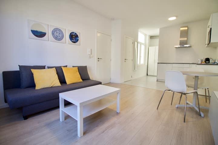 Splendid brand new studio - perfect loc!