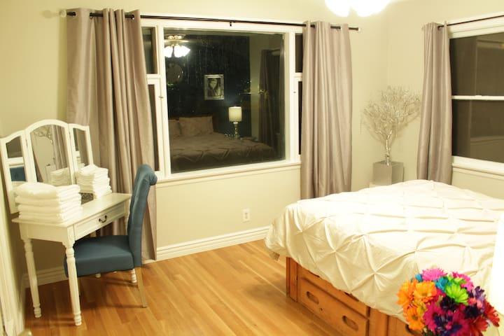 Spacious room with vanity/desk