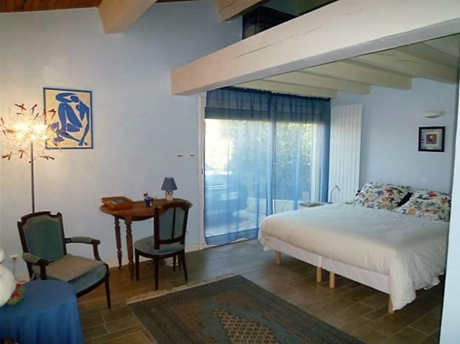 leptigato chambre avec piscine villas for rent in marseillan languedoc roussillon france. Black Bedroom Furniture Sets. Home Design Ideas
