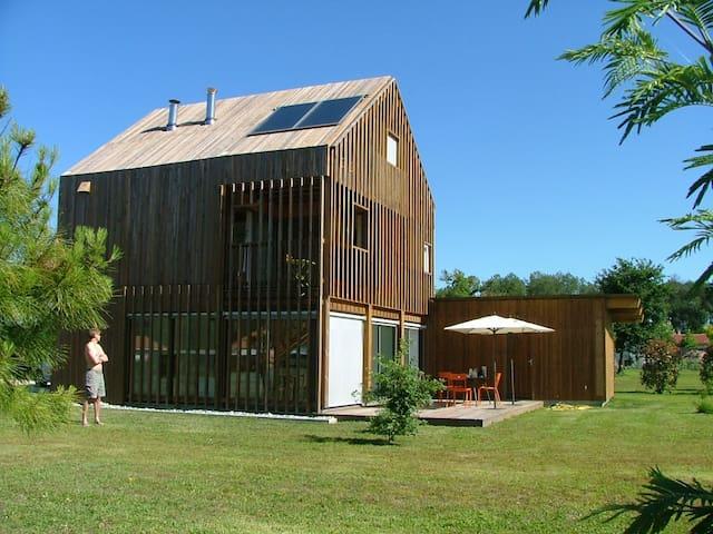 Maison bois contemporaine - Saint-Julien-en-Born - Hus