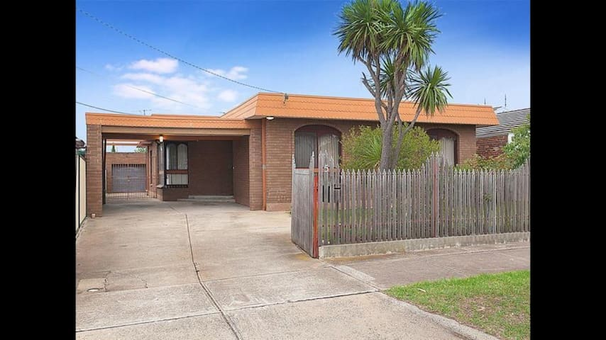 St Albans Bed&Breakfast - Melbourne  - House