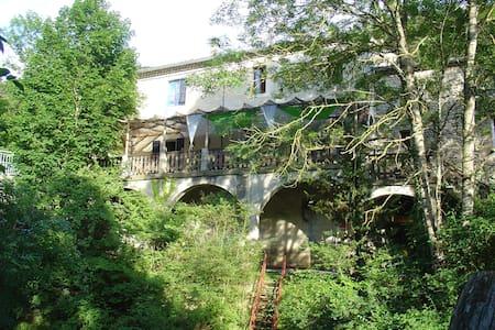 Chambre spacieuse avec sdb privatif - Saint-Julien-en-Quint - Penzion (B&B)