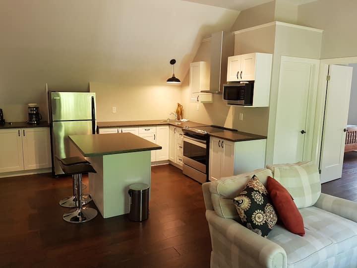 Quaint Country Loft Apartment/Edge of Bobcaygeon