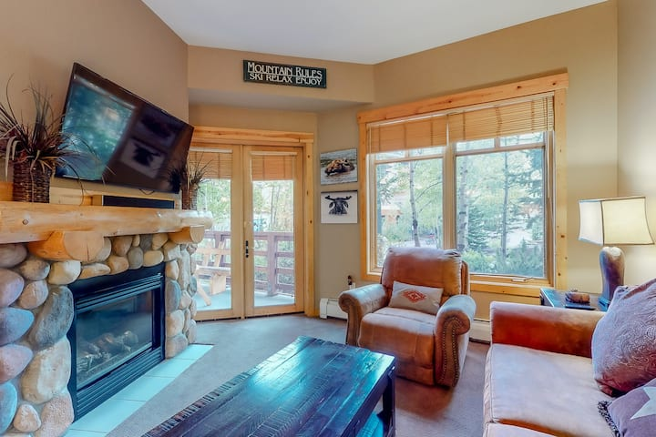 New listing! Lovely mountain condo w/ balcony & easy access to lifts & more!