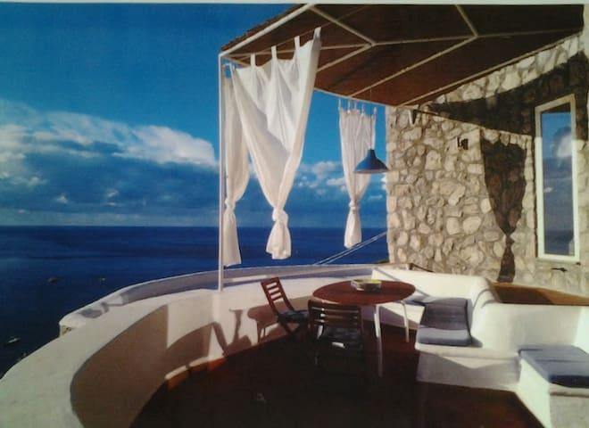 """The """"Chiocciola Nerano"""" a panoramic designer house"""