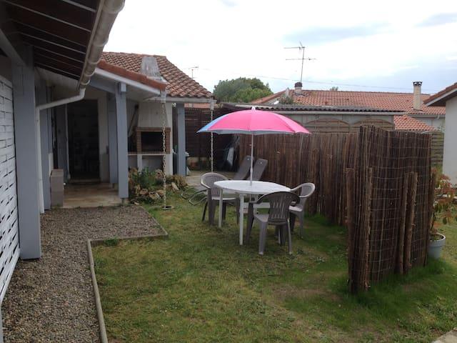 maisonnette avec petit jardin privé - Mont-de-Marsan - Huis