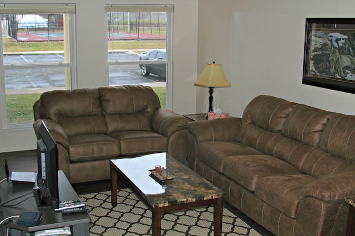 2 Bedroom close to Ball State