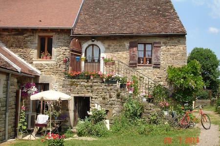 La maison du Gué a 20' de Beaune - Écutigny - Casa
