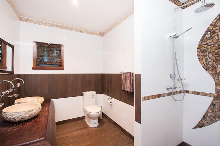 Papaya Moon Retreat Accommodation- Papaya room - Cable Beach - Bed & Breakfast