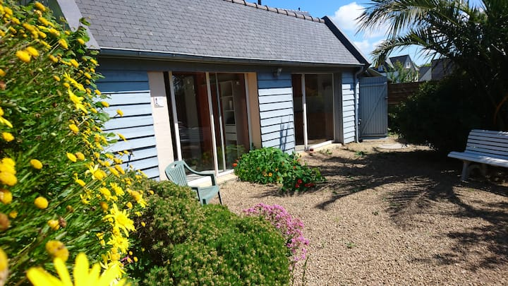joli cottage, écrin de verdure entre terre et mer