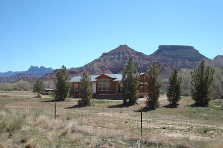 Cabin on Virgin river on 4 acres - 小屋