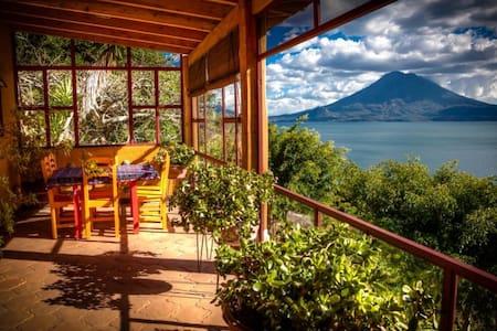 Exquisite home with pool on estate - Santa Cruz la Laguna