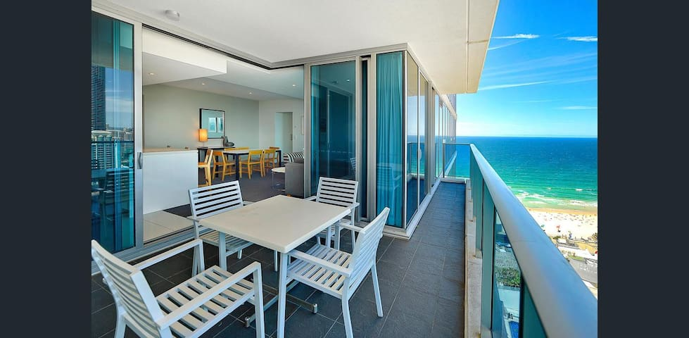 Sky-Rise Luxury Apartment in Hilton 5 Star Resort.