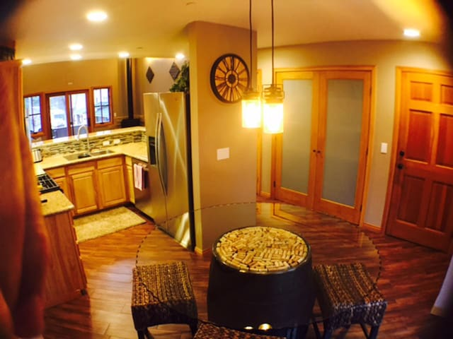 In Town - Walk to Everything!!  THE WINE LOFT! - Idyllwild-Pine Cove - Appartement en résidence