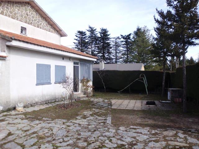 Chalet en Plena Naturaleza - Herradón de Pinares - Dağ Evi