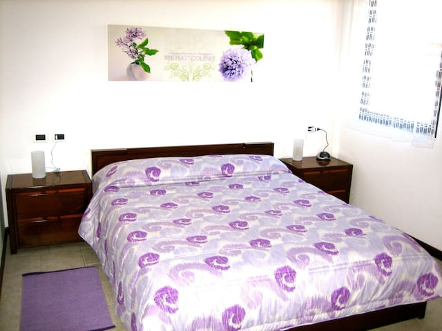 Bedroom with one double bed