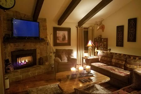 4BR Ski House on Slopes of Hidden Valley Resort - Hidden Valley