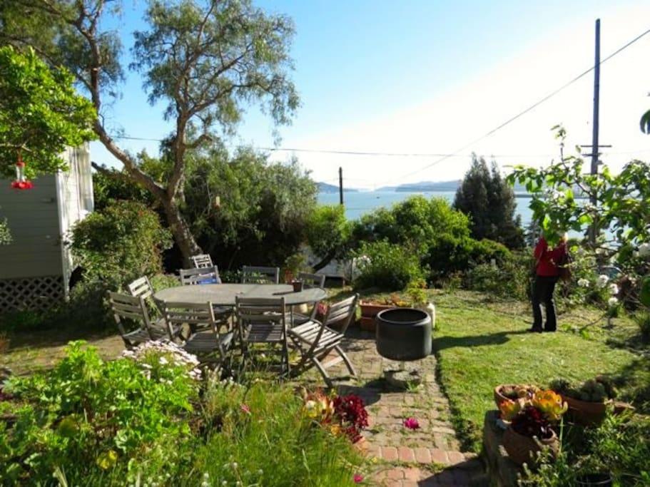 Garden patio, birds chirping away! Golden Gate Bridge & Mount Tam views.