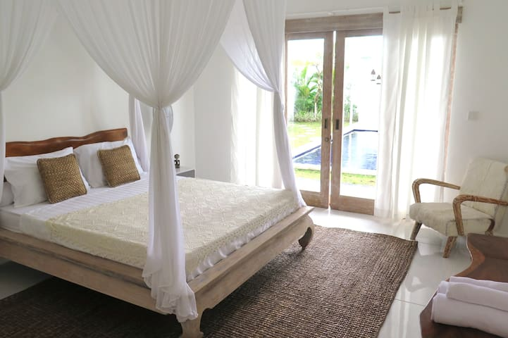 Nature Room w/pool in central Canggu, Echo Beach