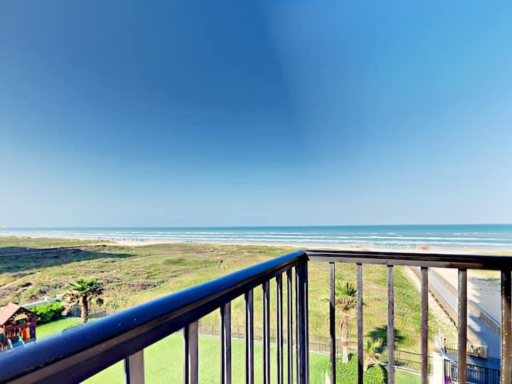 Beachfront Condo with 2 Balconies, Pools & Hot Tub