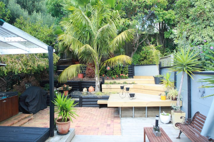 MISSION IN THE BAY - FREE WINE/CHOCS &HOT SPA POOL