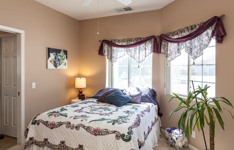 Queen en suite, walk-in closet, pool/spa - Bermuda Dunes - Bed & Breakfast