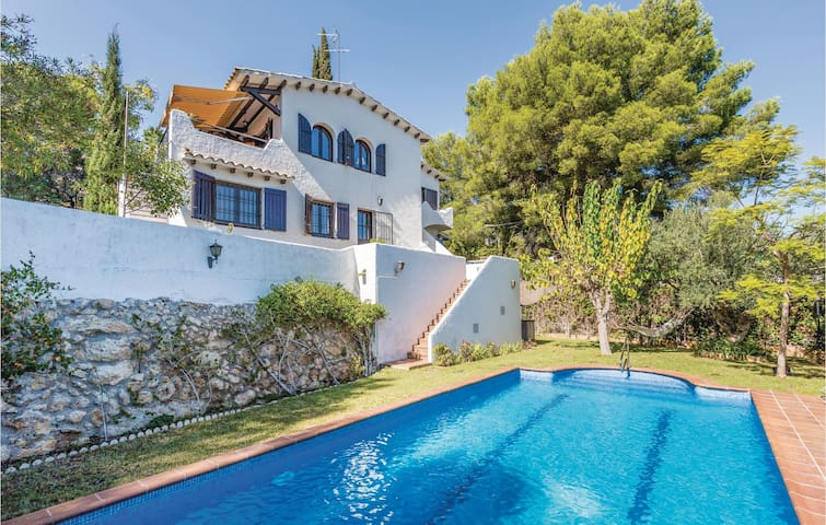 Holiday cottage with 4 bedrooms on 150m² in Coma-Ruga, El Vendrell