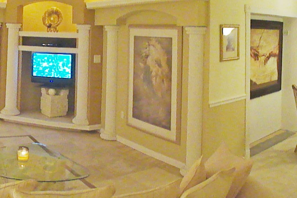 elegant Greco-Roman private resort home located minutes from the beach in Fort Lauderdale, Pompano beach, lighthouse point, Boca and many more are just minuets close. A tropical garden entrance guarded by statues immediately let you know you've chosen the