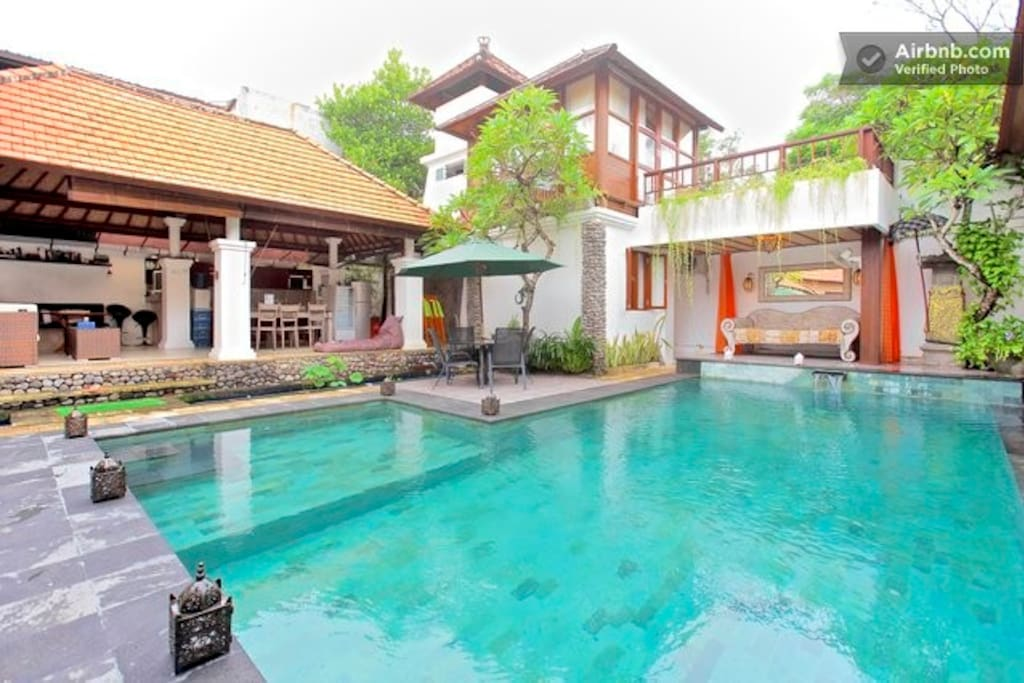 The common area has a size of 750 square meters. Villa Lotus.