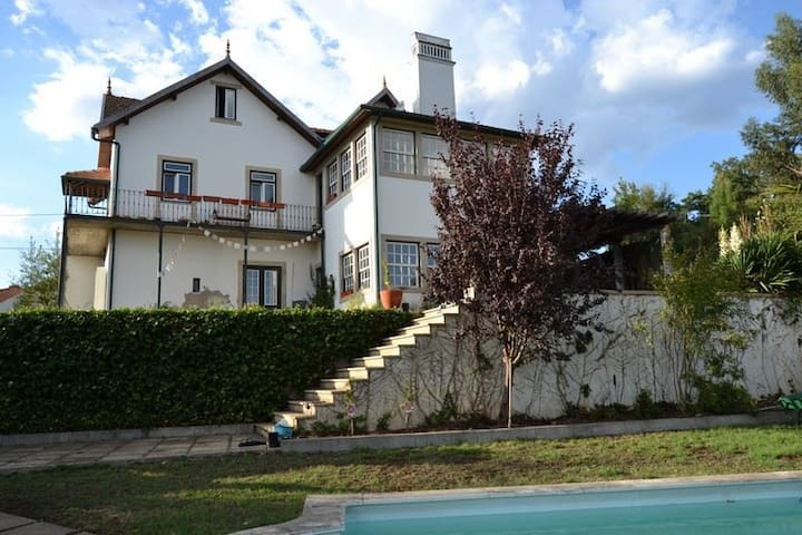 Casa de Campo com piscina e jardins