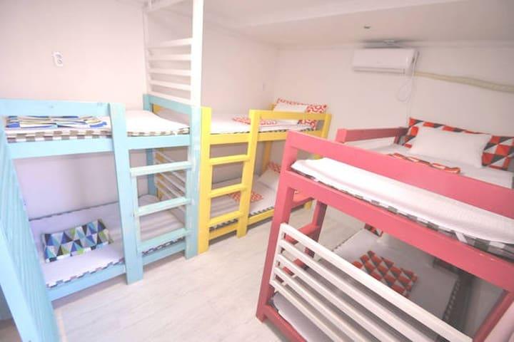 Slow Citi . 6 dormitory . Simple & tidy room ~~^^